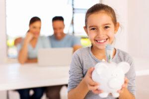 ¿Cómo enseñarle a ahorrar a tu hijo?