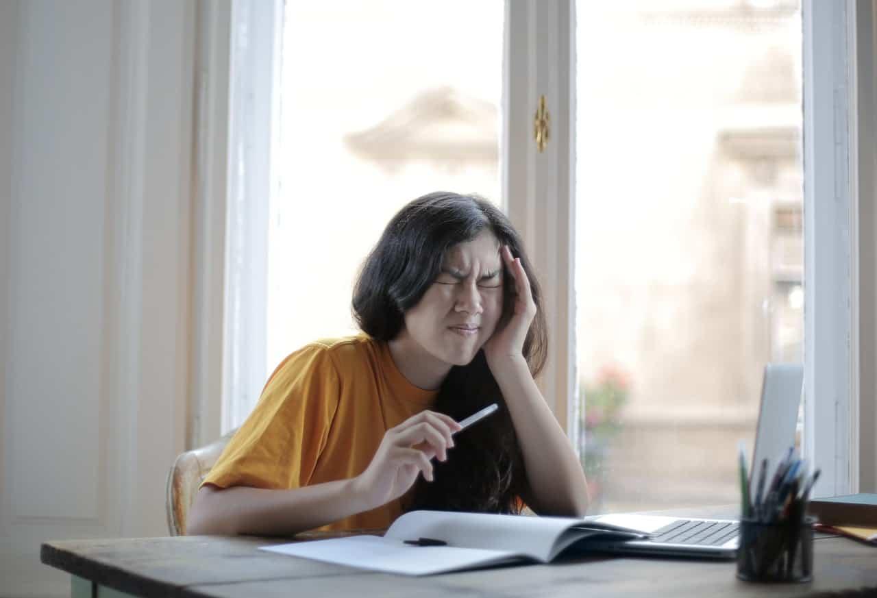 Fatiga visual Qué es y cómo evitarla mientras trabajas